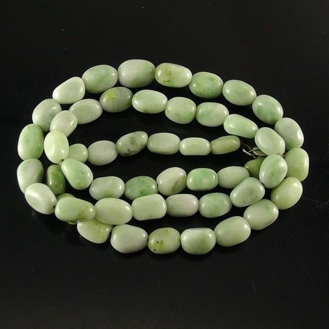 独山玉翠绿料随形珠项链