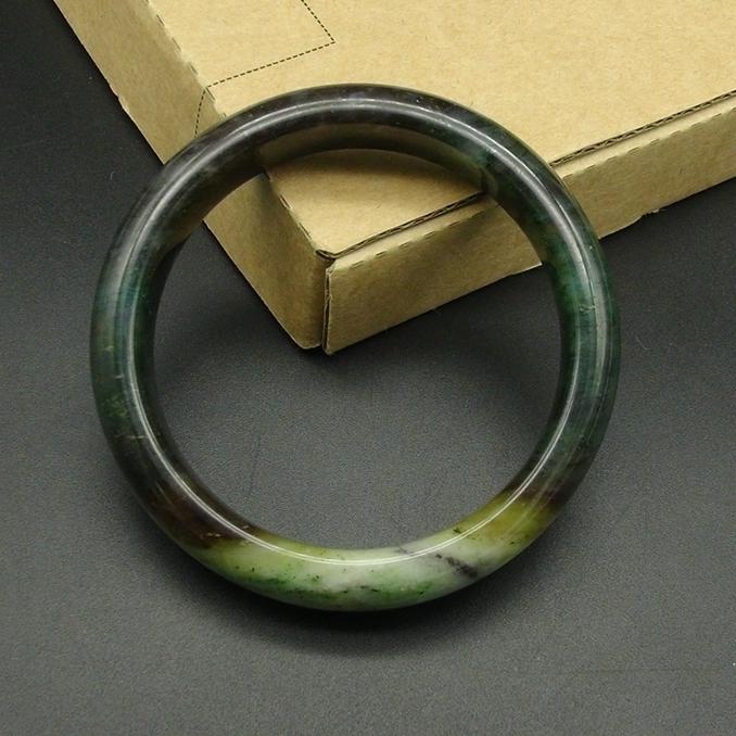 独山玉酱黄翠白蓝五色手镯:59.5MM圈口扁条玉镯手环